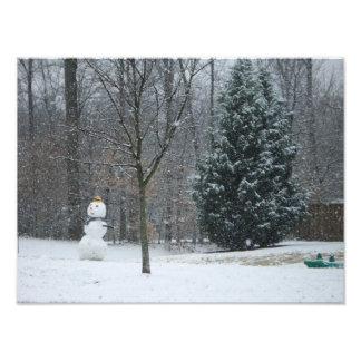 La photographie de neige d'hiver du bonhomme de