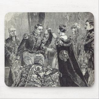 La reine investissant l'empereur du Français Tapis De Souris