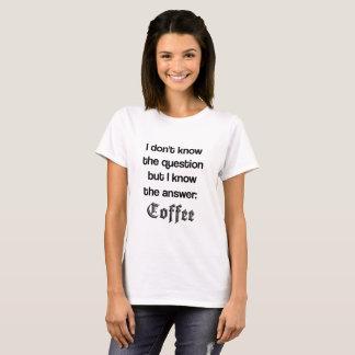 La réponse est T-shirt de femelle de café