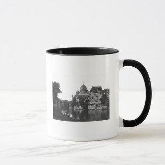 La synagogue à Nuremberg, c.1910 Mug