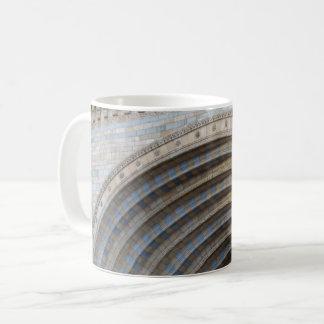 La tasse de café blanc de mur