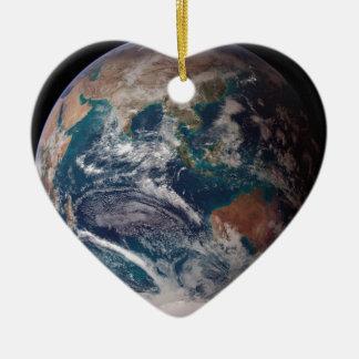 La terre de l'espace ornement cœur en céramique
