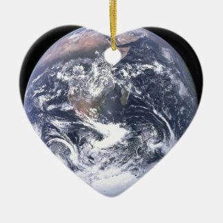 La terre de planète - notre monde ornement cœur en céramique