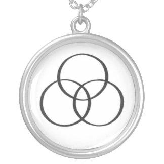 La trinité sainte : 2 collier