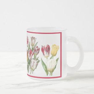 La tulipe fleurit la tasse florale de jardin