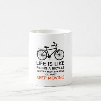 la vie est comme monter une bicyclette, art de mug