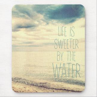 La vie est une scène plus douce de plage tapis de souris