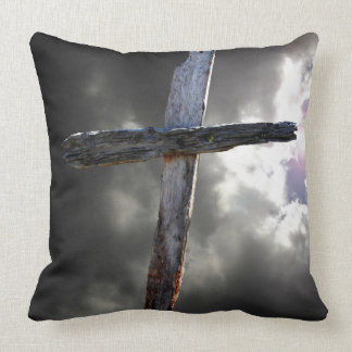 La vieille croix en bois coussin décoratif