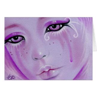 La violette déchire la carte triste de fille