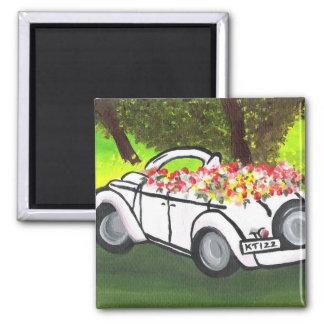 La voiture vintage et le ressort fleurit (l'art de magnet carré