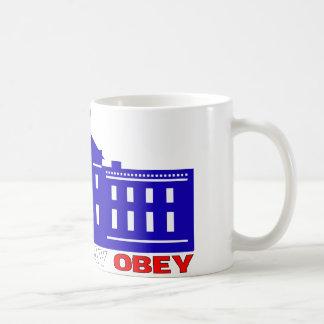 L'agenouillement prient obéissent la tasse