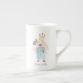 Laissez-la être peu de tasse de porcelaine tendre