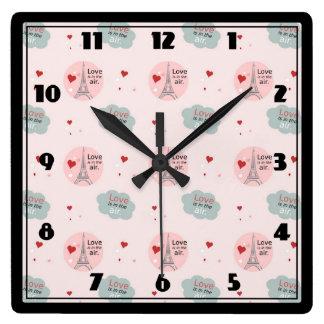 L'amour est dans Tour Eiffel d'air et le motif de Horloge Carrée