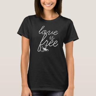 L'amour est la pièce en t des femmes librement t-shirt