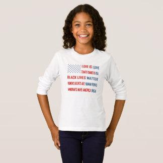 L'amour est T-shirt de la douille de la fille
