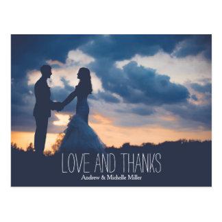 L'amour et épouser d'écheveaux vous remercient carte postale