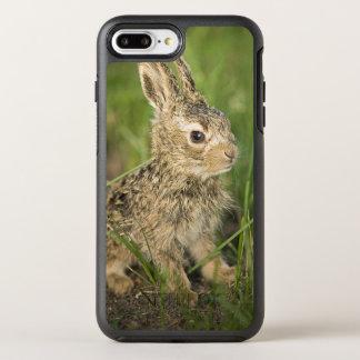Lapin de bébé dans l'herbe coque otterbox symmetry pour iPhone 7 plus