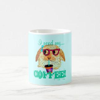 Lapin de hippie avec du café mug blanc