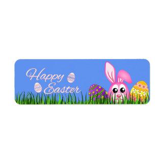 Lapin et oeufs de Pâques heureux dans de petits Étiquette D'adresse Retour