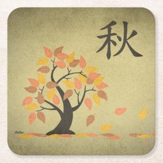 L'arbre d'automne d'automne (秋) laisse des dessous dessous-de-verre carré en papier