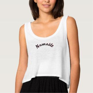 L'arc de salutation de Namaste de yoga de T-shirt