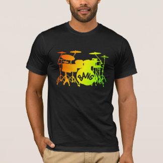 L'arc-en-ciel bat du tambour du T-shirt
