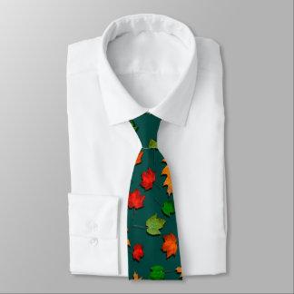 L'automne turquoise foncé laisse la cravate des
