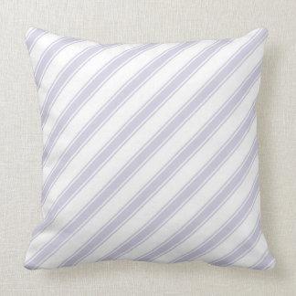 Lavande et coussin diagonal blanc de rayures