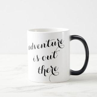 L'aventure est là citation inspirée de voyage mug magique