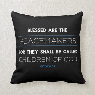 Le 5:9 de Matthew, Blessed sont le coussin de