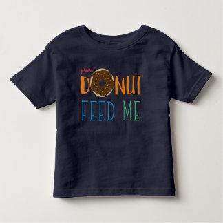 Le beignet d'enfants m'alimentent que j'ai des t-shirt pour les tous petits