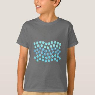 Le bleu ondule le T-shirt des enfants