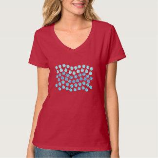 Le bleu ondule le T-shirt du V-Cou des femmes