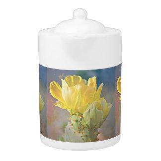 Le cactus jaune fleurit pot de thé
