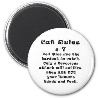 Le chat ordonne le numéro 7 magnet rond 8 cm