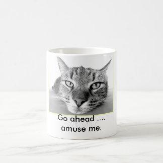 Le chat paresseux vont m'amusent en avant mug