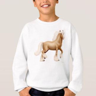 Le cheval de trait gitan badine le sweatshirt