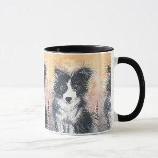 Le chien de border collie, noircissent la tasse