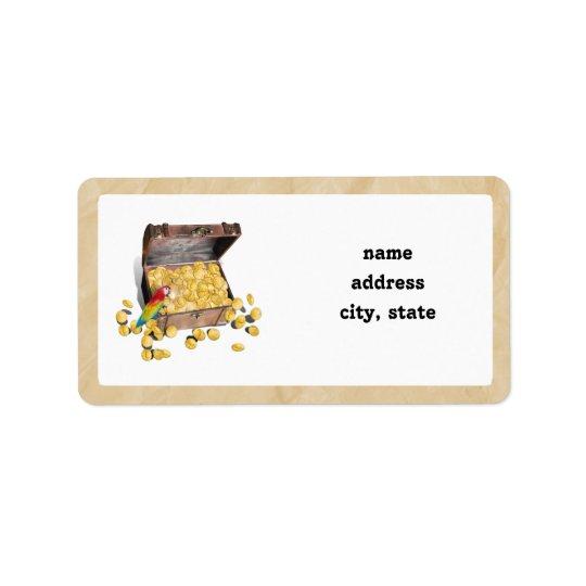 Le coffre au trésor du pirate sur le papier de pli étiquette d'adresse
