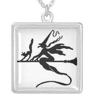 Le collier carré plaqué par argent Wicca