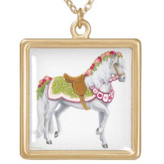 Le collier de cheval de carrousel de rose