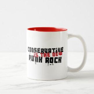 Le conservateur est le nouveau punk rock tasse 2 couleurs