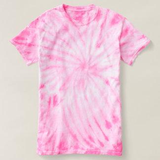 Le cyclone des hommes teignent en nouant le rose t-shirt