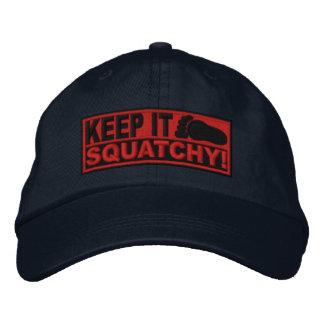 Le *EMBROIDERED* rouge le gardent Squatchy ! - Bob Casquette De Baseball