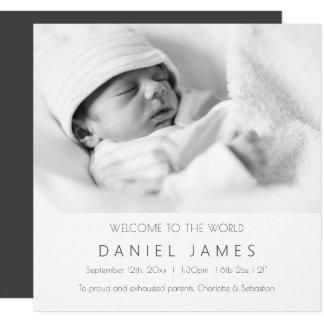 Le faire-part moderne de bébé a personnalisé la