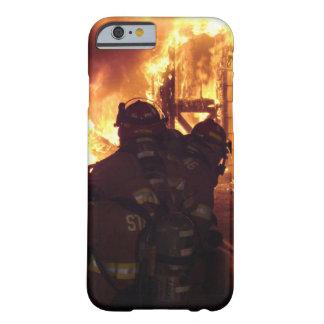 Le feu de lutte contre l'incendie de structure coque barely there iPhone 6