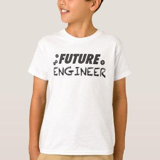 Le futur ingénieur badine le T-shirt