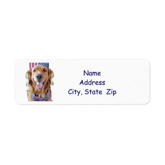 Le golden retriever renvoient l'étiquette de étiquettes d'adresse retour