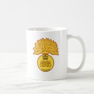 Le grenadier canadien garde l'insigne de casquette mug