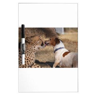 Le guépard obtient le chien léché tableau blanc effaçable à sec